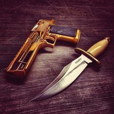 I would prefer classic-black, or matting-black. But knife is gooooood. Cool Knives, Knives And Swords, Tactical Equipment, Tactical Gear, Survival Tools, Survival Knife, Shooting Sticks, Desert Eagle, Knife Art