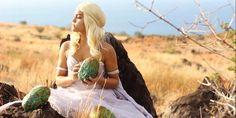 La cosplayeuse Karolyi en Daenerys Targaryen (Game Of Thrones)   Découvrez ses autres cosplays => https://www.facebook.com/Karolyi.Claverie/media_set?set=a.10202785561622258.1073741838.1296973376&type=3