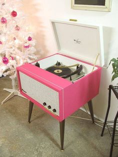 vintage record player... in pink...