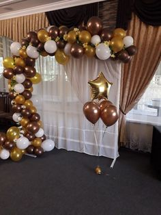 Nouvel an : 15 ambiances festives pour s'inspirer - New Site Balloon Backdrop, Balloon Columns, Balloon Garland, Balloon Decorations, Birthday Party Decorations, Moms 50th Birthday, Adult Birthday Party, 35e Anniversaire, Prom Backdrops