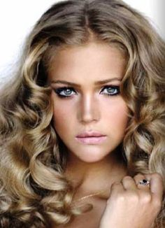 Plus I wish my hair would curl like this ♥ Perfect makeup. Plus I wish my hair would curl like this ♥ Love Hair, Great Hair, Gorgeous Hair, Braided Hairstyles, Cool Hairstyles, Glamorous Hairstyles, Neutral Blonde, Dark Blonde, Curly Hair Styles