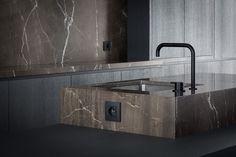 "Moon Grey ""architect: Arjaan De Feyter // fotograaf: Thomas De Bruyne"" – Graniet & marmer"