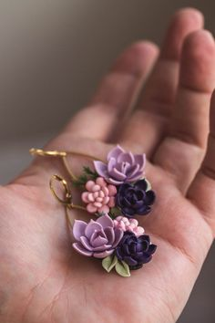 Polymer Clay Flowers, Polymer Clay Charms, Polymer Clay Creations, Polymer Clay Art, Polymer Clay Earrings, Earring Crafts, Diy Earrings, Resin Jewelry, Pink
