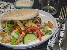 Jennifer's kookkunsten: Pitabroodje met kip, groenten en looksaus