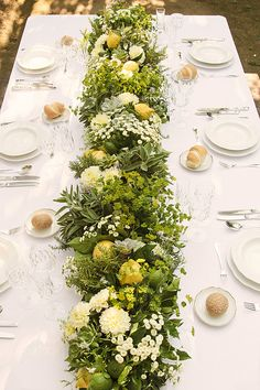 In Love In Italy: The Lemon Grove - www.theperfectpalette.com - Color Ideas for Weddings + Parties - floral design by Laboratorio Floreale Aiello