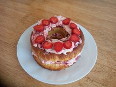 Strawberries, Cheesecake, Cakes, Desserts, Food, Tailgate Desserts, Strawberry Fruit, Deserts, Cake Makers