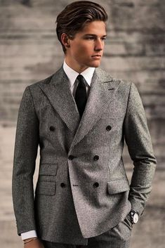 We include finest suits accessories and ideas when you need a fashionable guide. Dapper Gentleman, Gentleman Style, Mens Fashion Blog, Fashion Outfits, Fashion Styles, Men's Fashion, Formal Dresses For Men, Designer Suits For Men, Herren Style