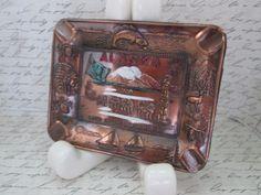 Vintage 50 s Souvenir d'Alaska cuivre coloré cendrier avec Land détails Hand-Painted du plat pièce souvenir Alaska du soleil de minuit