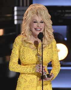 Dolly Parton Serenaded by Country's Divas for Lifetime Achievement Award