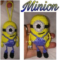 Eine liebe Bekannte wollte einen Minion haben.... gesagt getan... und so entstand meine Version eines Minion :) Viel Spaß beim nachhäkeln. Ich freue ich über Bilder Eurer Werke ♥