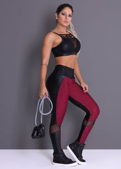 Read fitness articles & learn how to lose belly fat, how to gain muscle, how to sleep better, & learn about nutrition. Workout Attire, Workout Wear, Yoga Positionen, Yoga Training, Fitness Wear Women, Estilo Fitness, Shirts & Tops, Athletic Women, Athletic Wear