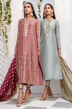 Pakistani Fancy Dresses, Party Wear Indian Dresses, Designer Party Wear Dresses, Dress Indian Style, Indian Designer Outfits, Pakistani Suits, Fancy Dress Design, Stylish Dress Designs, Designs For Dresses
