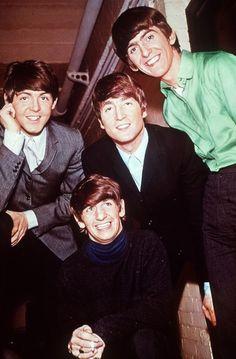 Publicity still of The Beatles (L-R): Paul McCartney, Ringo Starr, John Lennon and George Harrison Foto Beatles, Beatles Love, Les Beatles, Beatles Photos, Beatles Guitar, Pop Rock, Rock And Roll, John Lennon, Great Bands
