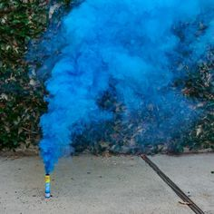 Want to add an unique smoky haze to your Instagram pics? Check out these long-lasting smoke fountains! Each pack comes with 5 fountains (blue, green, yellow, red and white). Smoke fountains add a real