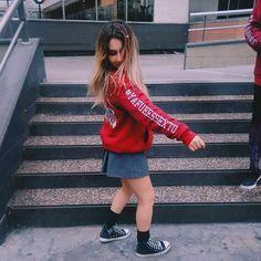 "585 Me gusta, 4 comentarios - LittleBlue (@littlebluebuzos) en Instagram: ""tu buzo esta tan bueno que baila en todos lados vos a donde llevas tu buzo ?? #ViviTuLB"" Amy, 21st, Poses, Hoodies, Womens Fashion, Instagram Posts, Jackets, Pictures, Outfits"