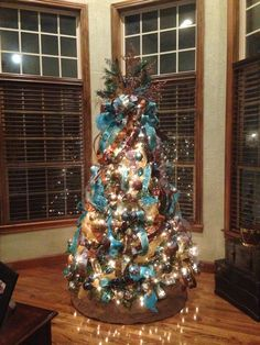 60 Flocked Christmas Tree Decor Ideas Suitable for Special Moment - About-Ruth Brown Christmas Decorations, Western Christmas Tree, Peacock Christmas, Turquoise Christmas, Merry Christmas, Flocked Christmas Trees, Cowboy Christmas, Beautiful Christmas Trees, Glass Christmas Tree