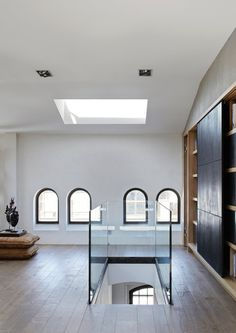 A minimalist oasis of calm sits atop a heritage building in Berlin, the home of a globe trottin. Oasis, Walk In Shower Enclosures, Berlin Apartment, Small Bathroom Renovations, Bathroom Ideas, Tiny House Loft, Sliding Door Design, Relaxing Bathroom, Italian Home
