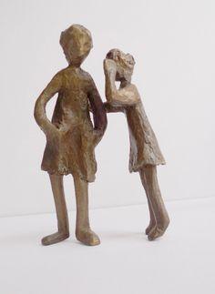 Escultura de Ana Valenciano disponible en la galería online de FLECHA, precio 350€. + Info: http://www.flecha.es/Comprar-obras-de-Ana-Valenciano/Escultura-El-secreto/679/
