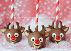 Cute reindeer cake pops!  #cakepop #rudolph #christmas #paperstraw