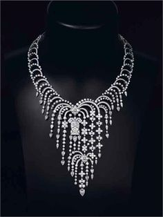 UGH I WANT IT NOW Stunning Cartier Diamond Necklet. Umm, can you say gorgeous and I will never, ever be able to afford. Hello sugar daddy, i kid. High Jewelry, I Love Jewelry, Jewelry Accessories, Jewelry Necklaces, Jewelry Design, Jewlery, Cartier Jewelry, Diamond Jewelry, Antique Jewelry