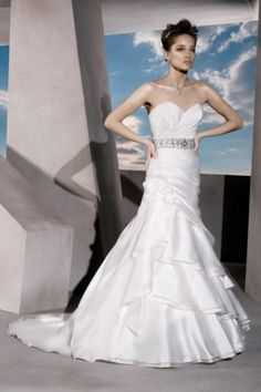 High Quality Taffeta&Organza Fabric Strapless Neckline Wedding Dress