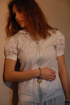 felpa cotone grigio perla con cappuccio e di RebecchiAtelier, €75.00 T Shirts For Women, Etsy, Tops, Fashion, Bead, Moda, Fashion Styles, Fashion Illustrations