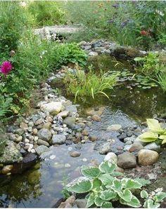 Water feature in garden - DIY Garten Landschaftsbau Garden Stream, Bog Garden, Rain Garden, Garden Water, Vegetable Garden, Diy Water Feature, Backyard Water Feature, Ponds Backyard, Garden Pond Design