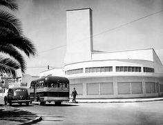 El Mercado Michoacán fue inaugurado el 4 de febrero de 1946 y se encuentra en la manzana comprendida entre las calles de Michoacán, Tamaulipas y Vicente Suárez, en la colonia Hipódromo Condesa. Este edificio, realizado en estilo Streamline Moderne, se mantiene hasta nuestros días como uno de los espacios tradicionales en la zona.  Imagen: INAH, ca. 1950