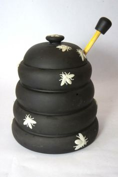 wedgwood black and white honey pot | ... Wedgwood Modern Black & White Jasperware Honey Pot, lid and Honey