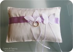 cuscino per le fedi con farfalle http://www.elib.org/dire/149/1.php