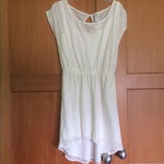 NWT White lace high-low dress Adorable white lace high-low dress from Aeropostale. Size M, will fit S or M. Perfect for graduations! Great to dress up with heels or down with boots Aeropostale Dresses High Low