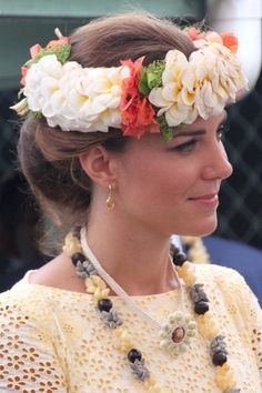 2012 - KATE MIDDLETON An elegant chignon accessorised with a flower garland given to her on the last leg of her Diamond Jubilee tour with Prince William. Photo by Getty Images Prince William And Catherine, William Kate, Duke And Duchess, Duchess Of Cambridge, Catherine Cambridge, Plaited Updo, Kate Middleton Hair, Diana, Royals