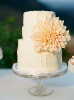 Sweet cake with a dahlia: http://www.stylemepretty.com/2015/04/13/pastel-malibu-ranch-wedding/   Photography: Caroline Tran - http://carolinetran.net/