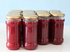 Unser klassisches Pflaumenmus Thermomix Rezept ohne viel Schnickschnack. Schmeckt, wie Pflaumenmus schmecken muss - und dauert nur 13 Minuten. Ein echtes Traditionsrezept. http://www.meinesvenja.de/2011/10/24/suesses-und-saures/