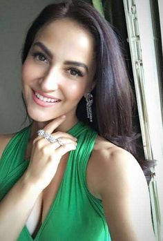 Actress Elli Avram in jewellery by Yoube Jewellery for a IIFA Press Conference