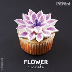 Cupcake decorating ideas: Flower (how-to video) - Today's Parent Cupcake Frosting, Cupcake Cookies, Tulip Cake, Flower Cake Decorations, Cake Decorating Tutorials, Decorating Ideas, Decorating Cakes, Baby Shower Menu, Icing Techniques