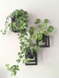 Binnenkijken bij Elske - My Simply Special House Plants Decor, Plant Decor, Hanging Plants, Indoor Plants, Neutral Bedroom Decor, Small Space Interior Design, Decoration Plante, Bedroom Plants, Plant Wall