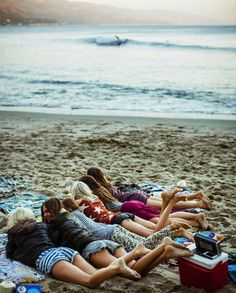 Chilling with besties on the beach! Yes please