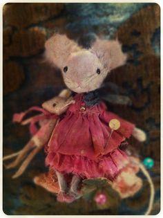 Miette, petite souris en papier et tissus. Miette,little mouse in paper and fabric. (8cm) Vendue, sold out missclara@free.fr