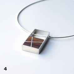 Inge Rens - Zilveren omega spang met zilveren hanger met cocobolo hout en ingelegd met zilveren lijnen