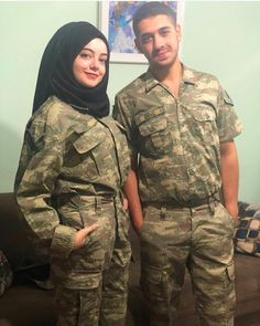 Military Couples, Military Girl, Muslim Couples, Couple Hijab, Pak Army Quotes, Air Force Uniforms, Pak Army Soldiers, Army Look, Best Army