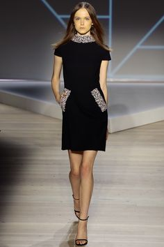 http://www.vogue.com/fashion-shows/spring-2016-ready-to-wear/pamella-roland/slideshow/collection