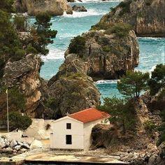 Small church of Panagia at Parga town Epirus Corfu, Crete, Zorba The Greek, Santorini Villas, Myconos, Heart In Nature, Visit Greece, In Ancient Times, Greece Travel