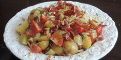 De aromatiske pinjekerner, den friske karse og den sprøde bacon gør denne kartoffelsalat dejligt frisk og nuanceret i både smag og konsistens.