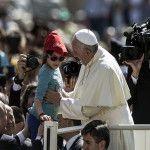 Papa Francisco en la audiencia general: Puerta de ingreso en el amor de la familia