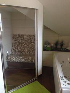 SPA design: Steam room sauna / Tepidarium with infrared-heated seat, Schöne Dampfdusche mit einem Sitz beheizt mit Infrarot-Strahlungswärme ausgeführt als Tepidarium