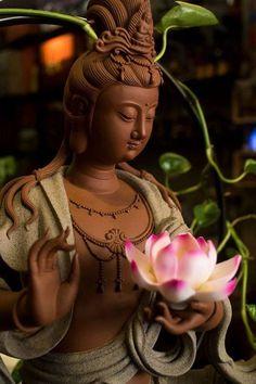 Diệu Tướng Quan Âm cầm hoa sen   Shop văn hóa phẩm phật giáo phong thủy Gautama Buddha, Buddha Buddhism, Tibetan Buddhism, Buddhist Art, Budha Art, Buddha Peace, Lord Shiva Hd Wallpaper, Buddha Tattoos, Buddha Painting