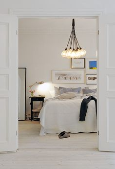 all white bedroom bedroom decor Etagère encastrée - by The Socialite Family bedrooms Simple beautiful white modern Scandinavian bedroom ~by . Dream Bedroom, Home Bedroom, Bedroom Decor, Design Bedroom, Bedroom Ideas, Modern Bedroom, Bedroom Lamps, Bedroom Inspiration, Casual Bedroom
