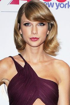 Taylor Swift With A Retro-Look Curled Bob