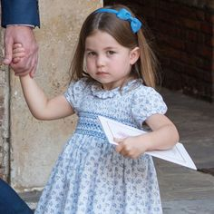 Princess Charlotte Changed Hair Style at Trooping the Colour | PEOPLE.com Duke And Duchess, Duchess Of Cambridge, Queen Elizabeth Birthday, Plait Braid, Airbrush Foundation, Pulled Back Hairstyles, Cute Princess, Der Arm, Prince William And Kate
